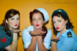 My beautiful students, a photo from their photoshoot during their pinup class!