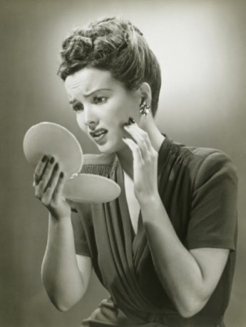 woman-looking-in-mirror-vintage-e1343019650424