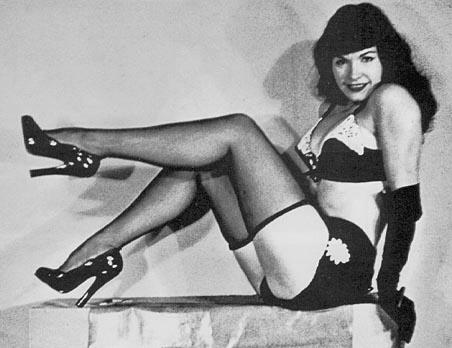 Bettie-Page-bettie-page-31615627-452-348