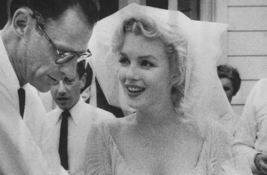 vintage-brides-wedding-hair-makeup-inspiration-black-white-wedding-photos-marilyn-monroe-wedding